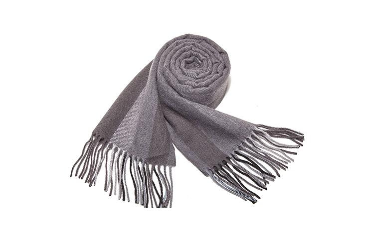 纯羊毛厚围巾, 层层叠叠由浅渐浓的同色系条纹拼接,流苏飘逸,一款