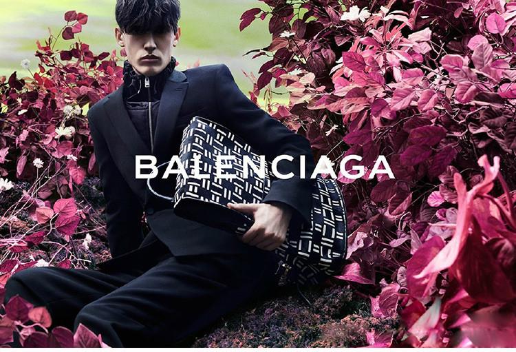 【包税】balenciaga 巴黎世家 女士红色logo印花时尚羊毛针织帽图片