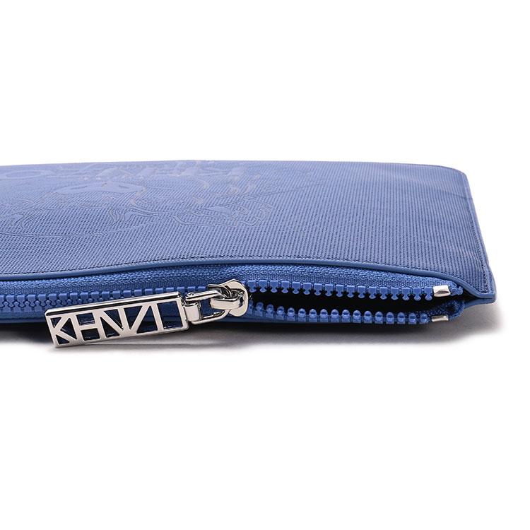 #蓝色pcv虎头图案手拿包
