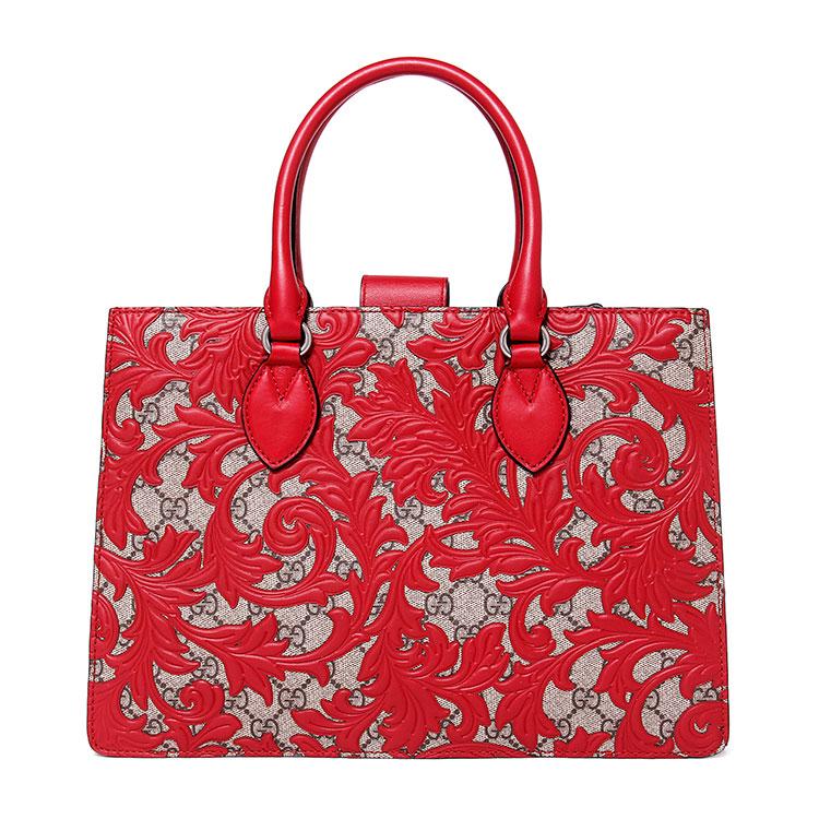 意大利皮具手工艺人Guccio Gucci先生于1921年创立Gucci品牌。1938年 Gucci 先生于Via Condotti 开设首间Gucci专门店,Gucci的产品包括时装、皮具、皮鞋、手表、领带、丝巾、香水、家居用品及宠物用品等,Gucci品牌时装一向以高档、豪华、性感而闻名于世,以身份与财富之象征品牌形象成为富有上流社会的消费宠儿,一向被商界人士垂青,时尚又不失高雅。Gucci现在是意大利的时装集团。Gucci永恒而经典并深受明星们的青睐,品牌灵感源自演员,公主和名媛等杰出女性。如今其创作