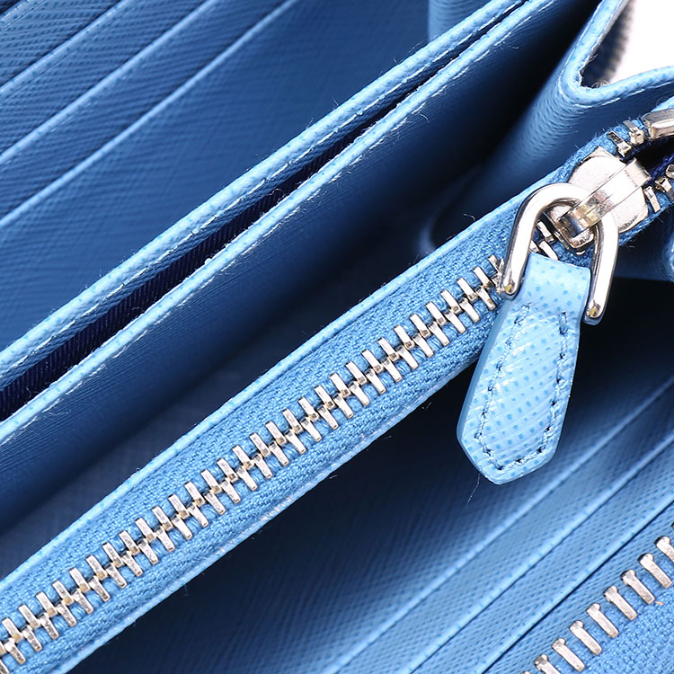 prada(普拉达) 浅蓝色皮质蝴蝶结装饰长款拉链钱夹