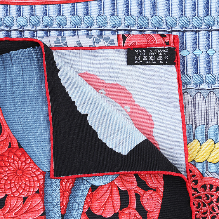HERMES(爱马仕) 黑色底盔甲图案丝巾90#