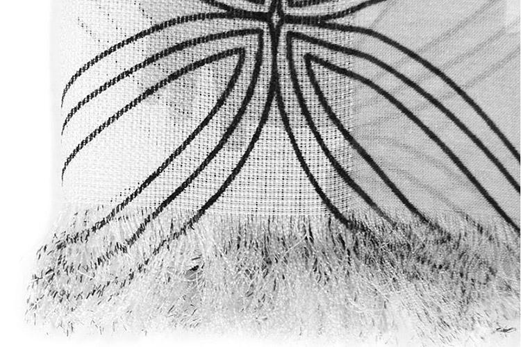 1976年,创始人Marja Kurki女士在家乡芬兰创立了同名品牌,产品线包含配饰、围巾、领带、晴雨伞等。Marja Kurki以独特的色彩领悟力将一个女人发起的事业发展成为一个国际服饰品牌。今天的Marja Kurki仍以自然界的各种元素为设计灵感而著称,产品艺术性强、做工考究,它的每款设计都有一个名字,传播着设计背后的文化。玛丽亚古琦Marja Kurki现已成为欧洲专业的领带和丝巾设计品牌,同时也是高雅和时尚配饰的代名词。