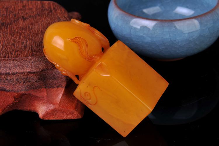 天然琥珀蜜蜡 波罗的海鸡油黄满蜡老蜜蜡寿桃印章雕