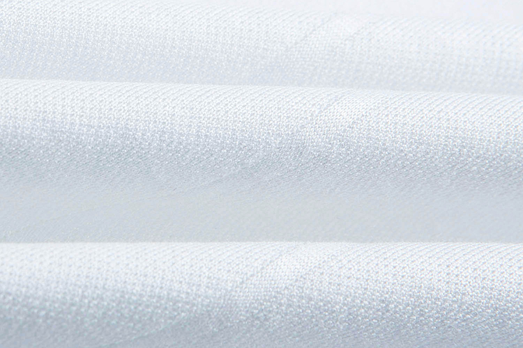 纯棉针织面料,白素色纹理,袖口领子撞色织条装饰 手感柔软,富有弹性